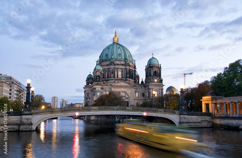 Berliner Dom (Berlin cathedral) over Spree river at night плакат