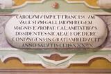 Scritta in latino in un affresco su un muro di antico palazzo reale.  - 176083712