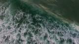 surfer dans l'océan atlantique - 176089155