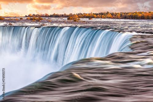 Papiers peints Morning Glory The sun rises over Niagara Falls