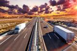 Camiones y autovia.Transporte internacional y logistica.Mercancia llegando a su destino por carretera. Industria del transporte - 176119722