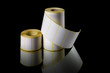 Etiquetas de impressão em rolos isolado em fundo preto. - 176124196