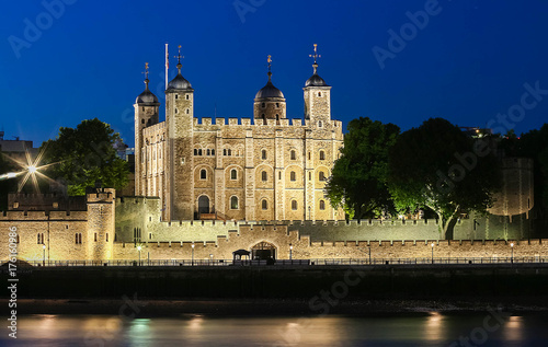 In de dag Londen The tower of London at night, United Kingdom.