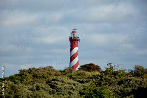 Fotobehang Vuurtoren Der 53 Meter hohe Leuchtturm Westerlichttoren in Nieuw Haamstede in den Niederlande auf Zeeland