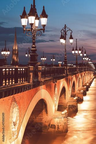 Fotobehang Bruggen Twilight at Pont de Pierre bridge in Bordeaux, France