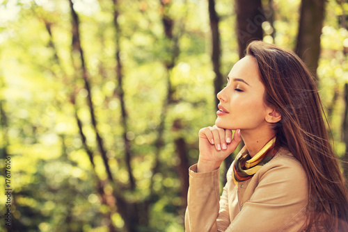 Beautiful  girl relaxes and  rest in  autumn park. - 176176106