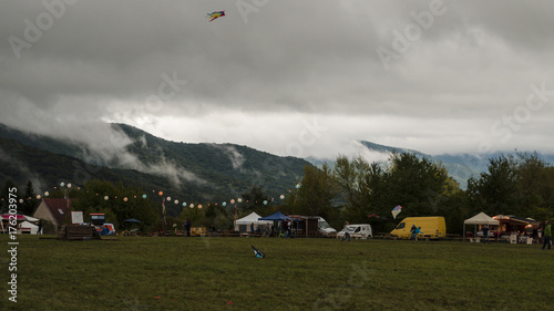 Foto op Plexiglas Bleke violet kiting in beautiful lights of hills in distance landscape