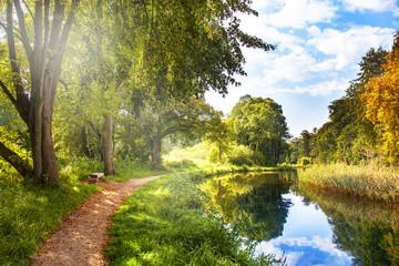 Wanderweg am Kanal