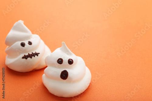 Poster Halloween meringue on orange background