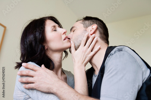 couple kissing Poster