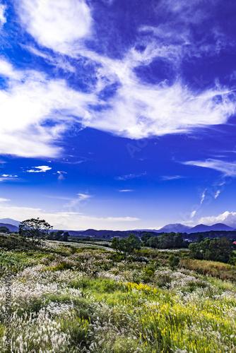 ススキ野原と蒜山と秋色の空と雲 Poster