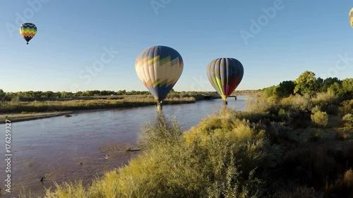 In de dag Ballon Hot Air Balloons skimming Rio Grande