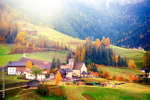 Keuken foto achterwand Ochtendgloren Colorful autumn scenery in Santa Maddalena village at sunrise. Dolomite Alps, South Tyrol, Italy.