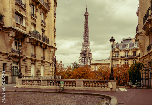 Foto op Canvas Eiffeltoren Eiffel Tower at Avenue de Camoens, Paris