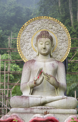 Foto op Aluminium Boeddha Old Buddha statue in thai temple nature background