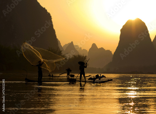 Tuinposter Guilin Fishing on the Li River, Guilin, China..