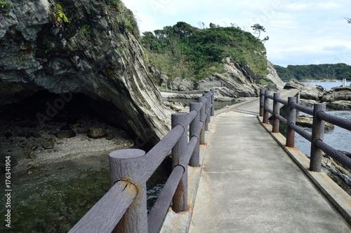三浦半島 横須賀市荒崎 洞窟と遊歩道 Poster