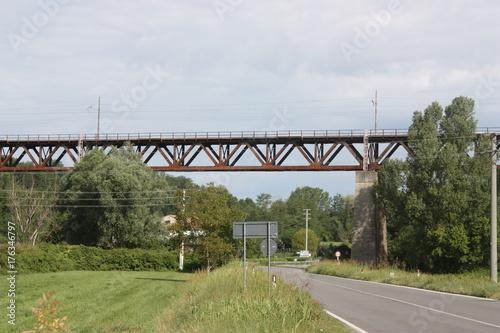 In de dag Spoorlijn Ponte ferroviario