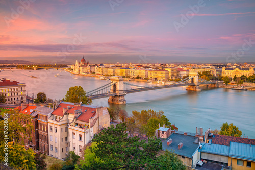 Fotobehang Boedapest Budapest. Cityscape image of Budapest, capital city of Hungary, during sunset.