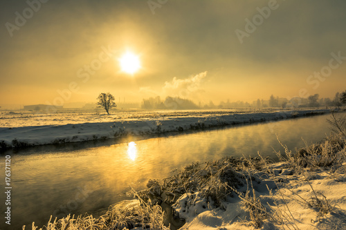 Aluminium Oranje Winter river, landscape, morning sun glare in the water