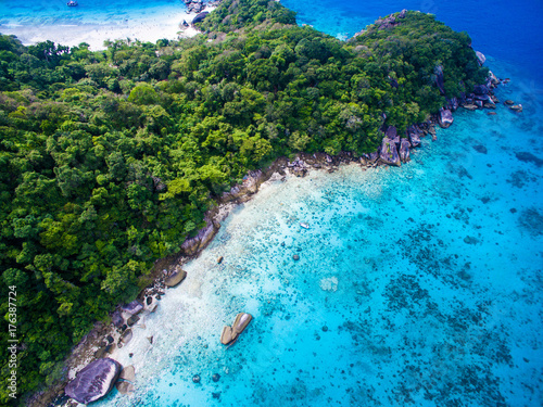 Tuinposter Tropical strand Top aerial view of isolated beautiful tropical island with white sand beach, blue clear water and granite stones. Also top view of speedboats above coral reef. Similan Islands, Thailand.