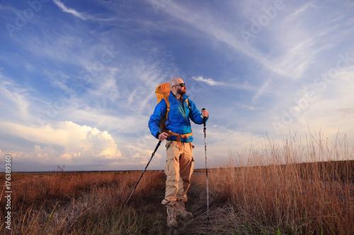 Aluminium Diepbruine Traveller unusual man extreme horizon landscape