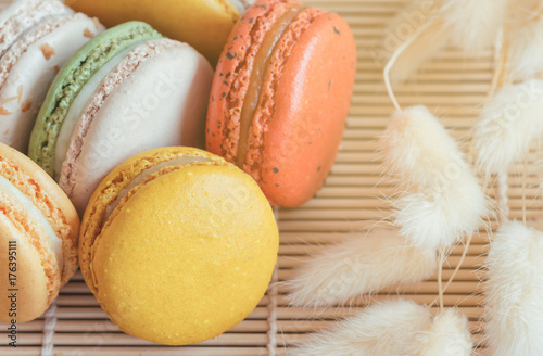 Spoed canvasdoek 2cm dik Macarons Colorful French macaron or Italian macaron on bamboo mat. Macaron is French popular dessert for served with tea or coffee. Close up view macro concept.
