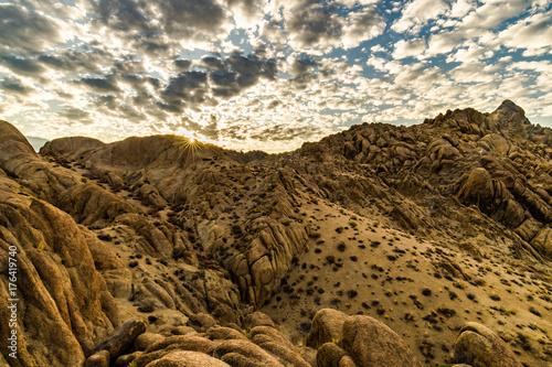 In de dag Ochtendgloren Desert Mountain Sunrise