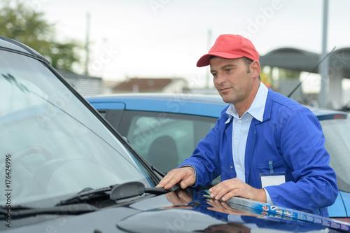 windscreen wiper replacement by professional auto service technician
