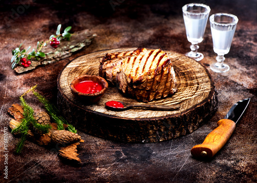 Aluminium Steakhouse Roast beef with cranberry sauce