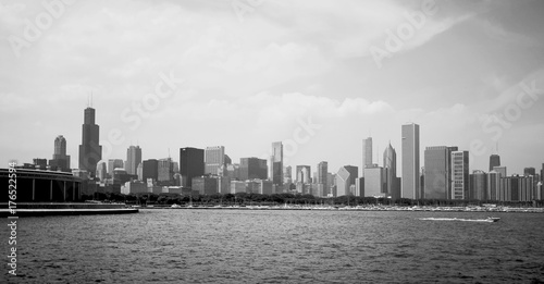 Fotobehang Chicago Modern architecture and urban life background.Cityscape with cloudy sky over Chicago downtown skyline, lake Michigan marina. Chicago, Illinois, Midwest USA. Black and white horizontal composition.
