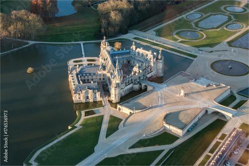 Poster Vue aérienne du château de Chantilly dans l'Oise, demeure de Diane de Poitiers e