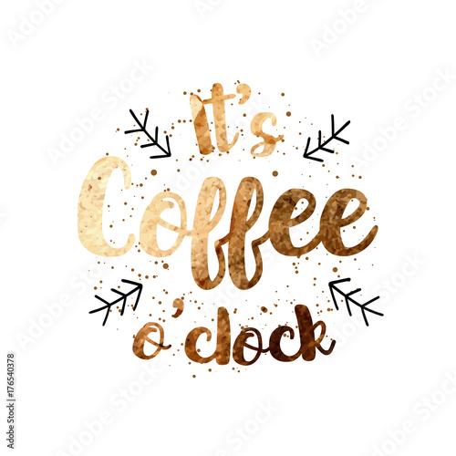 wektor-quot-it-39-s-coffee-o-39-clock-quot-projekt-etykiety-cytat-z-recznie-rysowane-tekstury-akwarela-dla-plakatow-kart-okolicznosciowych-menu-naklejek-i-innych