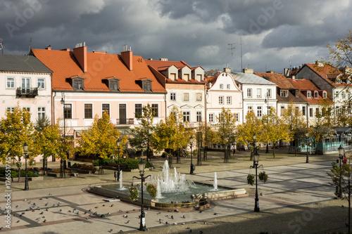 Stary Rynek w Płocku - kamienice i fontanna Afrodyta