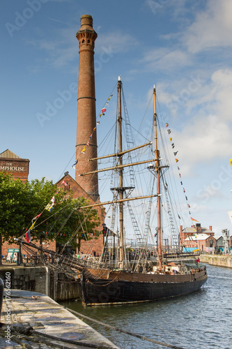 Boat Albert Dock