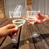 Brindisi con calici di champagne - cin cin - 176570193