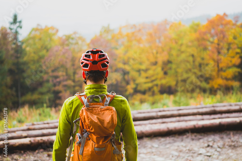 Fotobehang Honing Mountain biker looking at inspiring forest landscape
