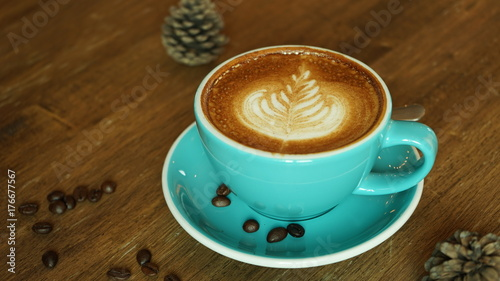 Papiers peints Cafe Hot coffee latte mocha espresso cappuccino with heart shape foam in green cup coffee shop wooden tabvle and coffee bean