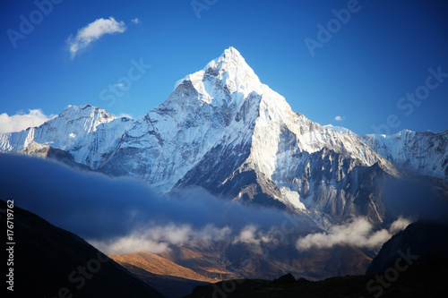 niesamowita-gora-ama-dablam