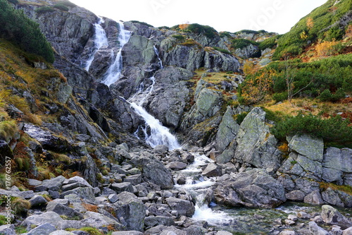 Fotobehang Bergrivier jesień w tatrach dolina 5 stawów, roztoka, świstówka i morskie oko