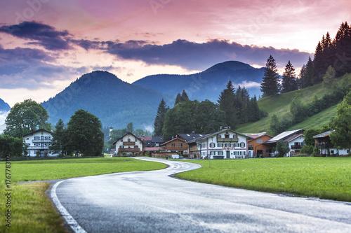 Straße in der Jachenau, Oberbayern