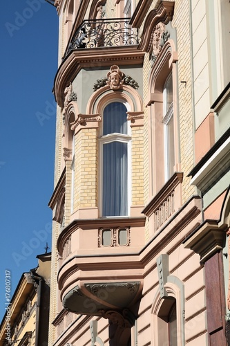 facade of old building in Krakow's center © Maria Brzostowska