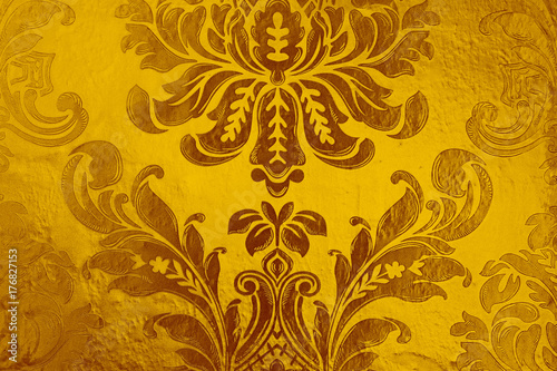 Fototapeta closeup gold wallpapers decoration with brick wall for room. over light