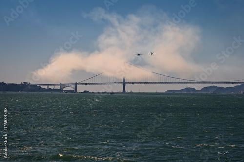 puente Golden gate y exhibición aerea en San Francisco, durante los festejos de Poster