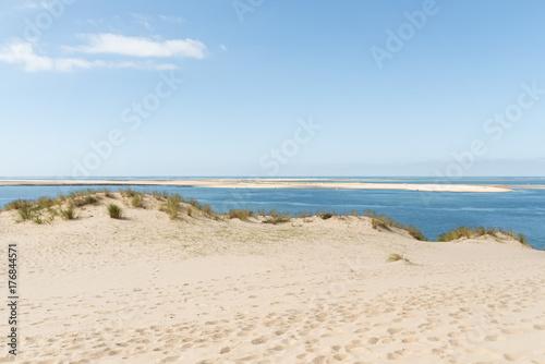 Bassin d'Arcachon (France), vue sur le Banc d'Arguin depuis la dune du Pyla - 176844571