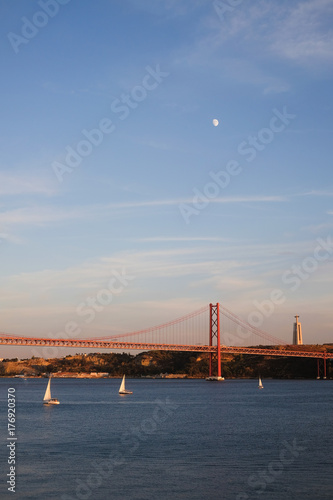 Plakat tramonto luna lisbona