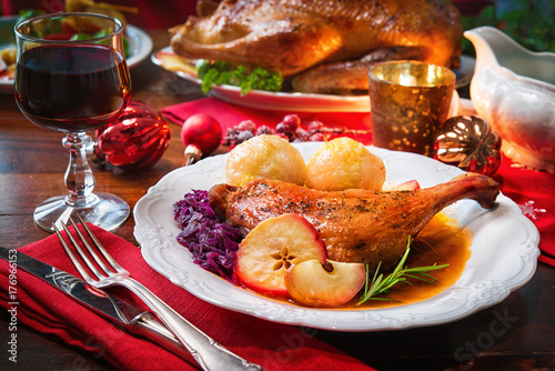 Roast duck leg - 176966153