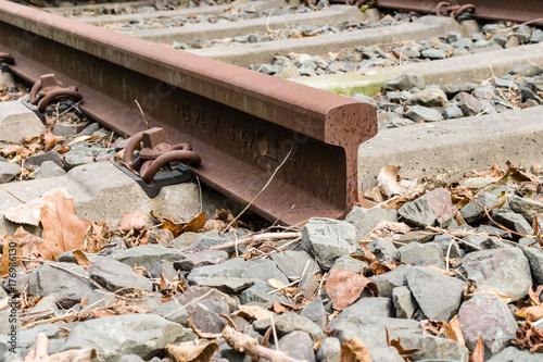 Papiers peints Voies ferrées Schiene auf Betonschwellen im Schotterbett