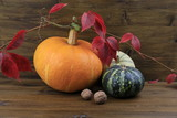 Herbstliches Stillleben mit Kürbissen - 177022367