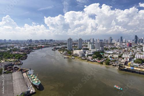 Papiers peints Bangkok Aerial view looking upriver of the Chao Praya in Bangkok, Thailand.